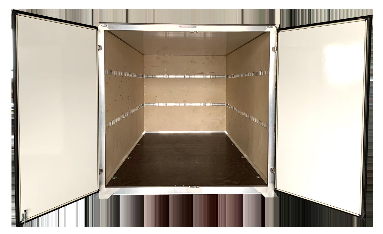 """Celohliníková nástavba z """"C"""" profilů a vnitřním překližkovým obkladem – vhodné pro převoz nábytku"""